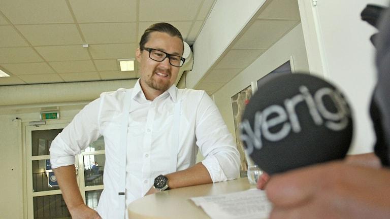 Johan Eliases, lärare på Jensen Gymnasium i Västerås. Foto: Daniel Gustafsson/Sveriges Radio.