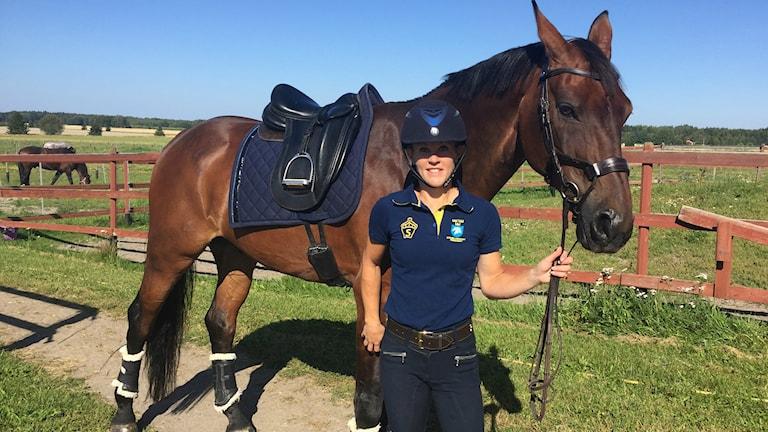 Emilie Nyreröd och hästen Miata