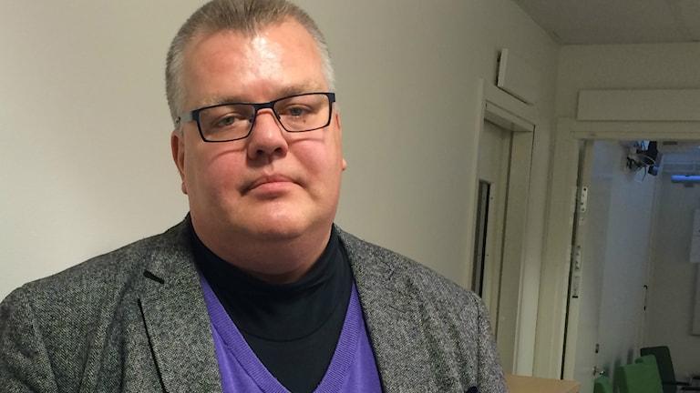 Kammaråklagare Carl-Johan Norström leder förundersökningen av branden på Elsa Andersons Konditori. Foto: Liselotte Karlsson/Sveriges Radio