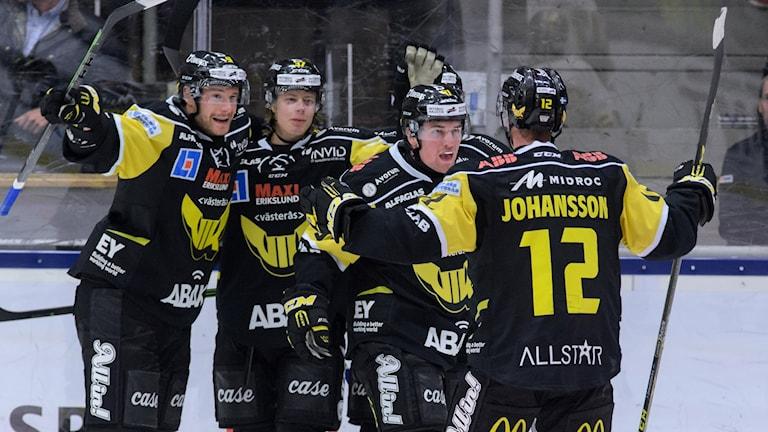 VIK Hockey jublar efter mål. Foto: Mattias Forsberg/SR.