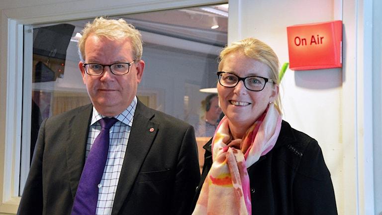 Anders Teljebäck (S) och Elisabeth Unell (M). Foto: Eva Kleppe/Sveriges Radio.