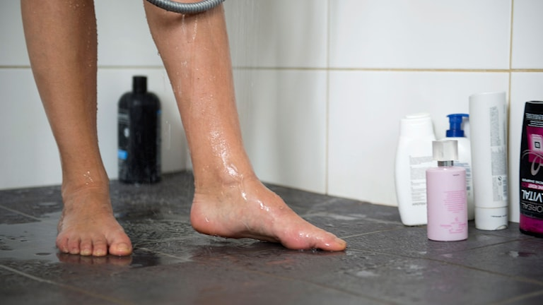 Nakna fötter i duschen. Foto: Fredrik Sandberg/TT
