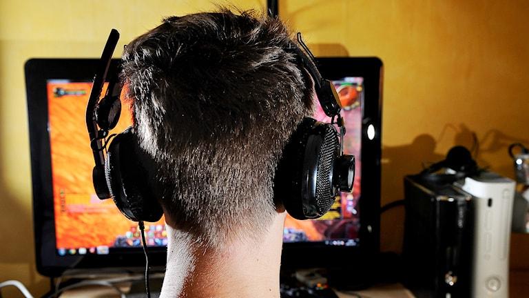 Ung kille som spelar datorspel. Foto: Anders Wiklund TT