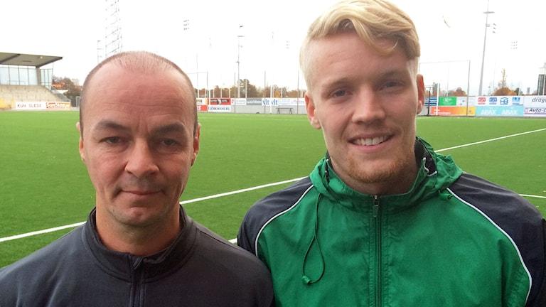 VSK Fotbolls tränare Leif Berg och mittfältaren Simon Johansson ser fram emot söndagens avgörande match. Foto: Johan Bengts.