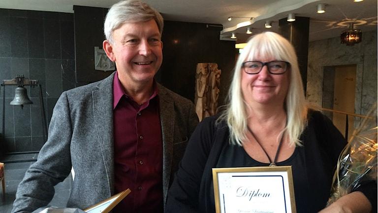 Yvonne Santaniemi tillsammans med dagens andra pristagare Anders Carlsson