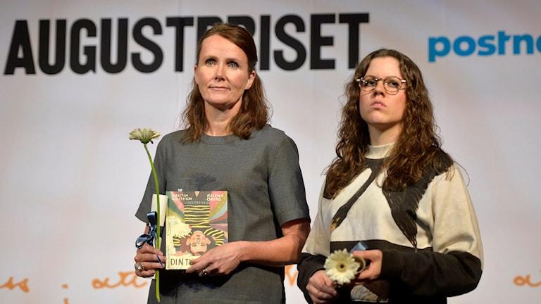 Helena Öberg från Västerås tillsammans med Kristin Lidström. Foto: Vilhelm Stokstad/TT.