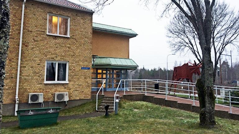 Kommunhuset i Skinnskatteberg. / Foto: Monica Elfström. Sveriges Radio.