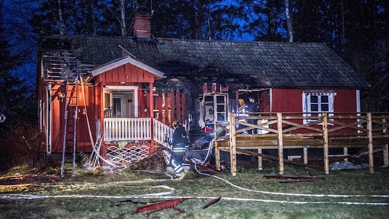 En förundersökning om misstänkt mordbrand har inletts. Foto: Niklas Hagman.