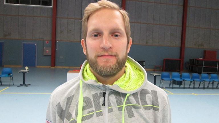 Frenne Båverud tränare VästeråsIrstas damlag. Foto: Hans Sjöström/Sveriges Radio