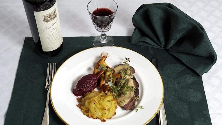 Ett glas rödvin till maten. Foto: Gunnar Lundmark/TT.