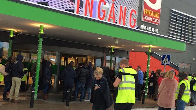 Stämningen bland besökarna är lugn. Foto: Anna Holm/Sveriges Radio.