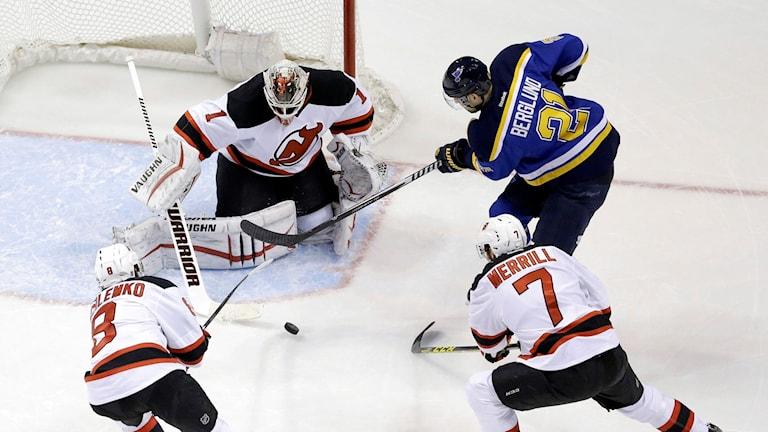 Patrik Berglund gjorde två mål mot New Jersey i natt. Foto: Jeff Roberson/AP/TT.