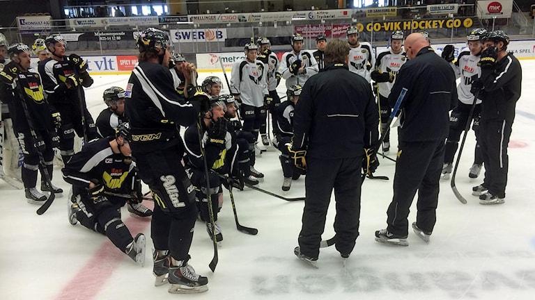 VIK Hockey har träning. Foto: Johan Bengts.
