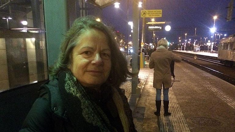 Heike Graf pendlar vid Västerås Centralstation. Foto: Liselotte Karlsson/Sveriges Radio.