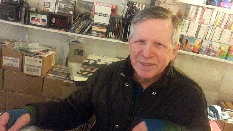 Adonis Jalamudis, som driver skivbutik i Västerås.