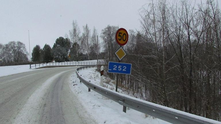 Väg 252 mellan Hallstahammar och Surahammar.