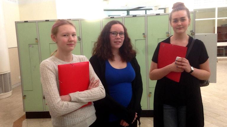 Rebecka Kolbert, Julia Cederblad och Tova Månsson går i nian på Hammarskolan.