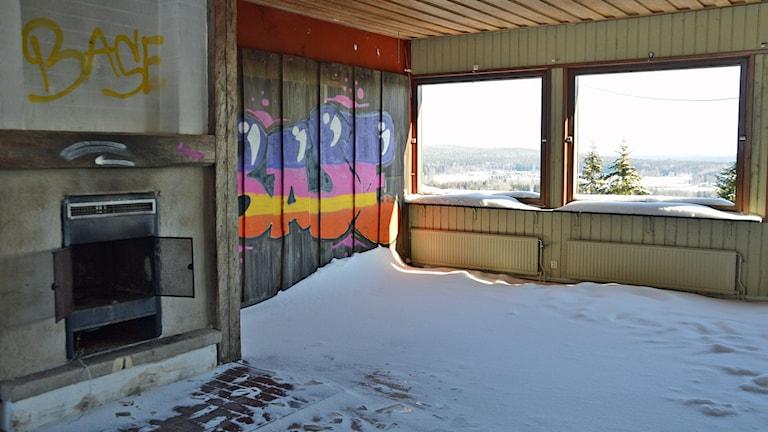 Högbyn Fagersta klotter och snö inne i den tidigare restaurangen