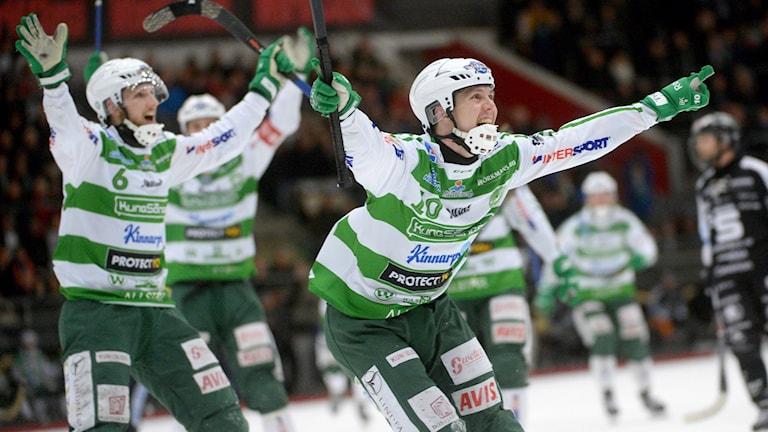 Ted Bergström sköt VSK Bandy till SM-final när han satte 7-4 på tilläggstid.