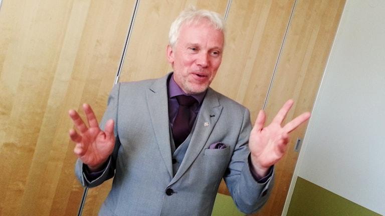 Lars Kallsäby berättar om byggplanerna.