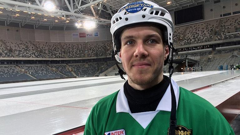VSK Bandys anfallare Ted Bergström efter träningspasset inför SM-finalen.