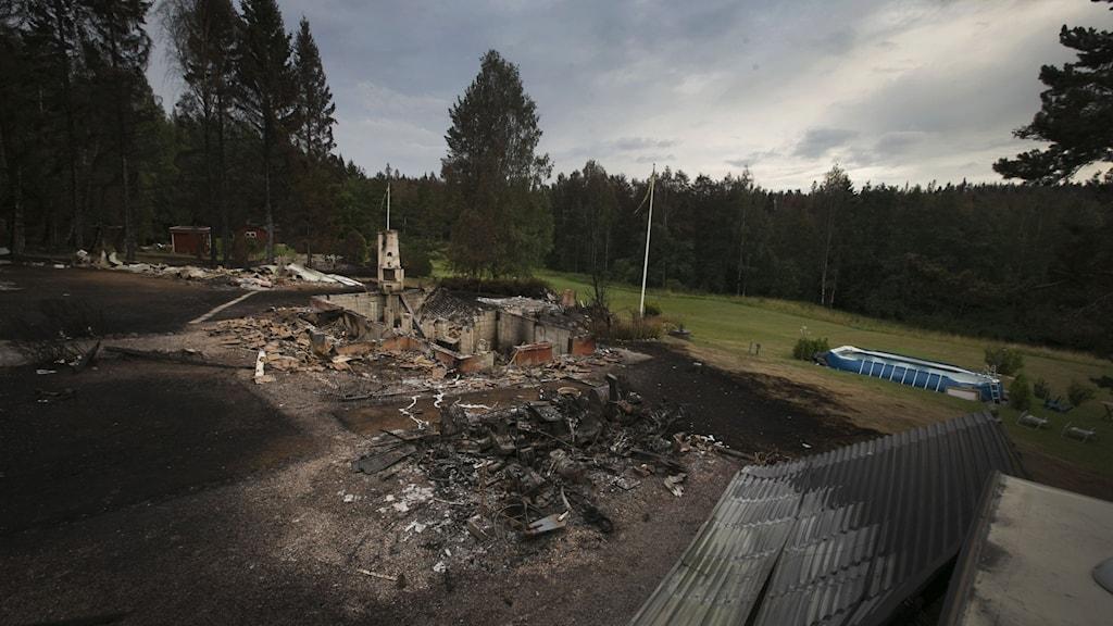 Sörhörende skogsbranden ruin