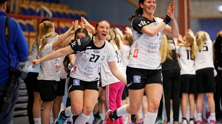 VästeråsIrstas Hannah Flodman jublar efter slutsignalen.