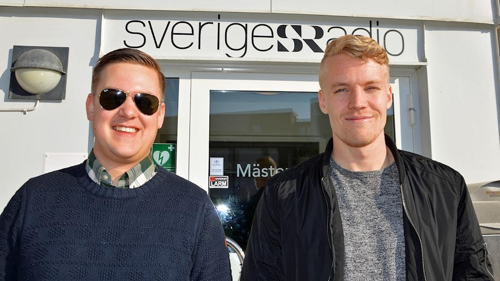 Joakim Lindborg, VSK-supporter, och Simon Johansson, spelare i VSK Fotboll.