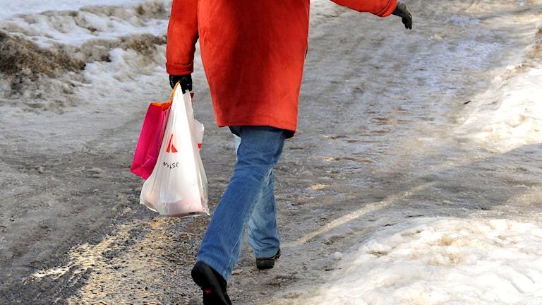 Is- och snösörja för när en person är ute och går.
