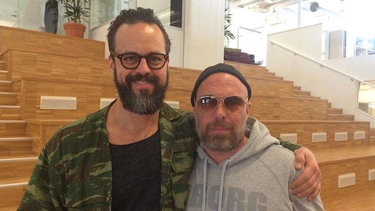 Konstnärerna Mattias Hallencreutz och Micke Reuter minns sin vän och kollega Olle Ljungström.