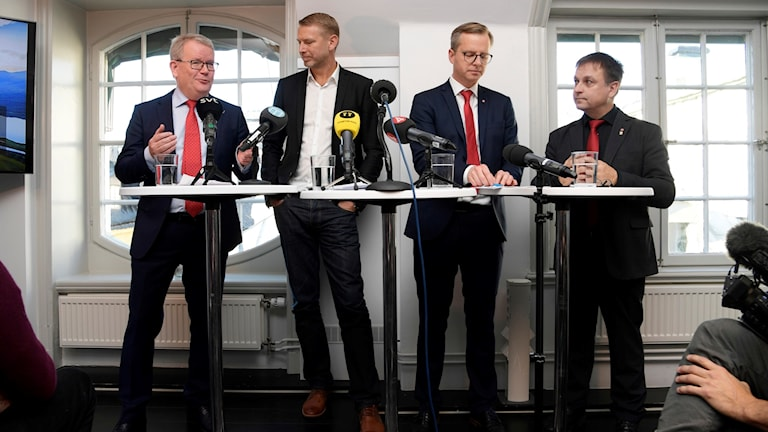 Presskonferens om Northvolts batterifabrik.