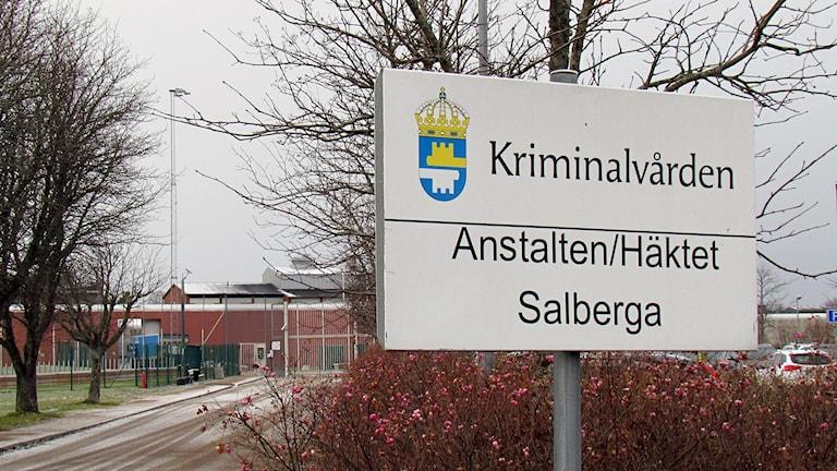 Skylt framför Salbergaanstalten i Sala