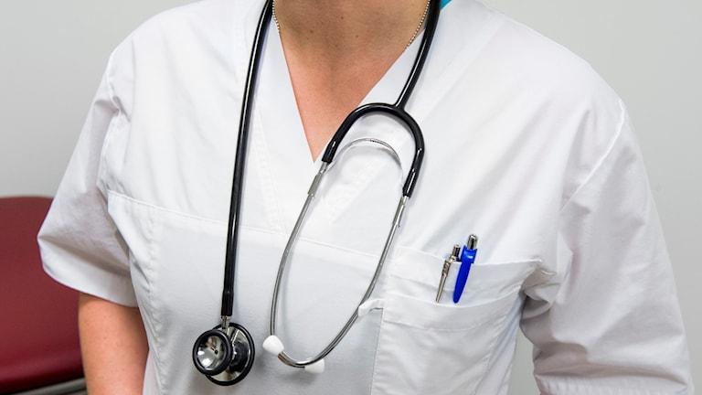 Många sjuksköterskor i Västmanland jobbar långa pass och mycket övertid.
