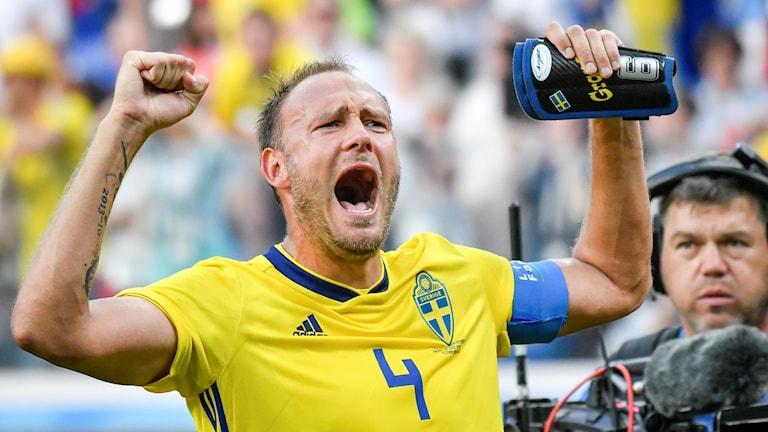 Sveriges Andreas Granqvist jublar efter segern i måndagens VM-premiärmatch mot Sydkorea
