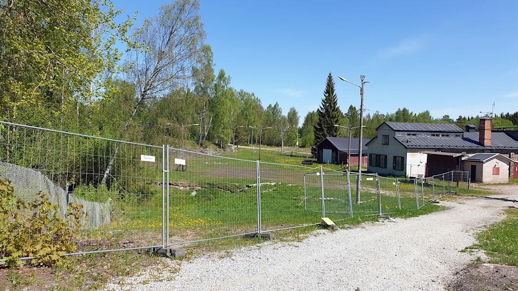 Rasområdet med avspärrningar i Klackberg
