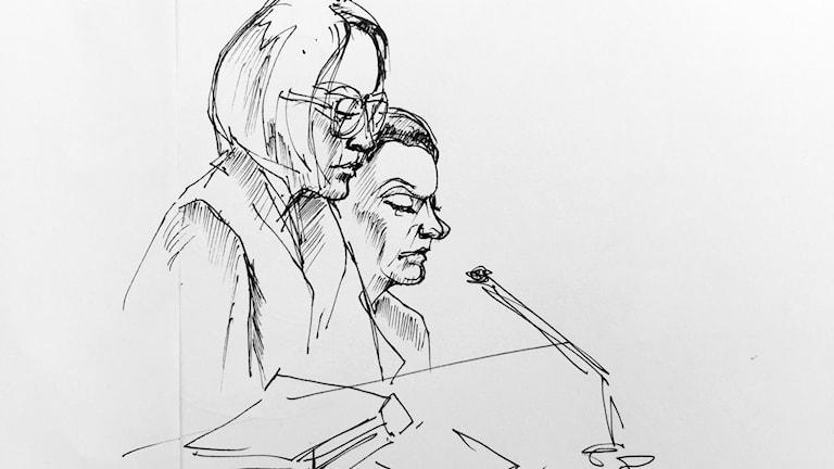Advokat Amanda Hikes (tv) och den åtalade 42-åringen, sommarstugemorden