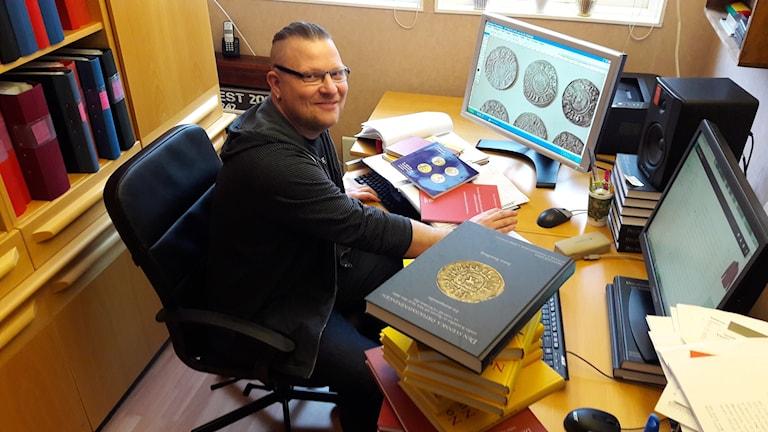 Jonas Rundberg skriver om senmedeltida mynt som har hittats i Västerås på 70-talet.