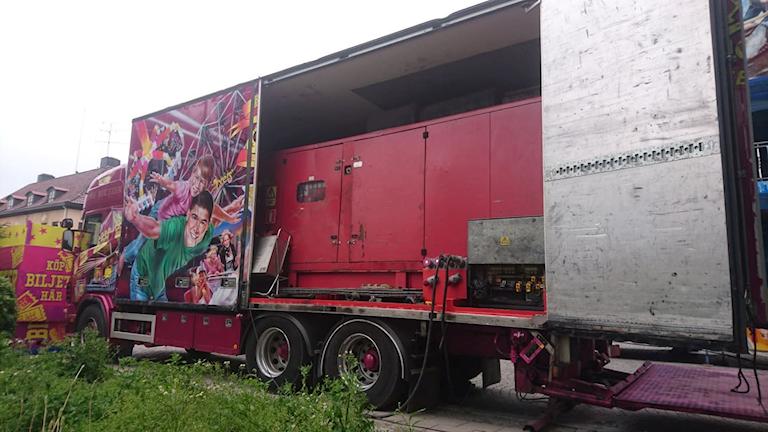 Ett stort dieselaggregat i en trailer från Axels Tivoli på Västerås Cityfestival 2019.