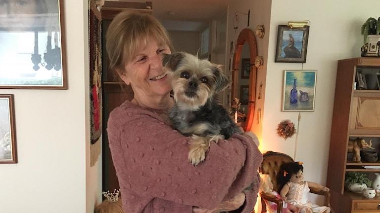 Grethe Jensen och hunden Chessi
