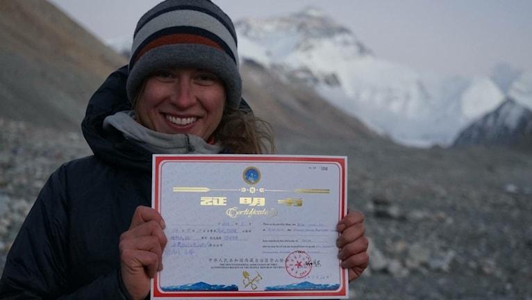 Maria Granberg med diplomet som visar att hon nått toppen
