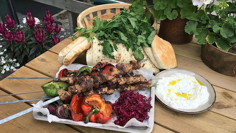 Amirs färdiga shish kebab med goda tillbehör.