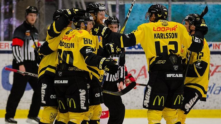 VIK Hockey målfirar