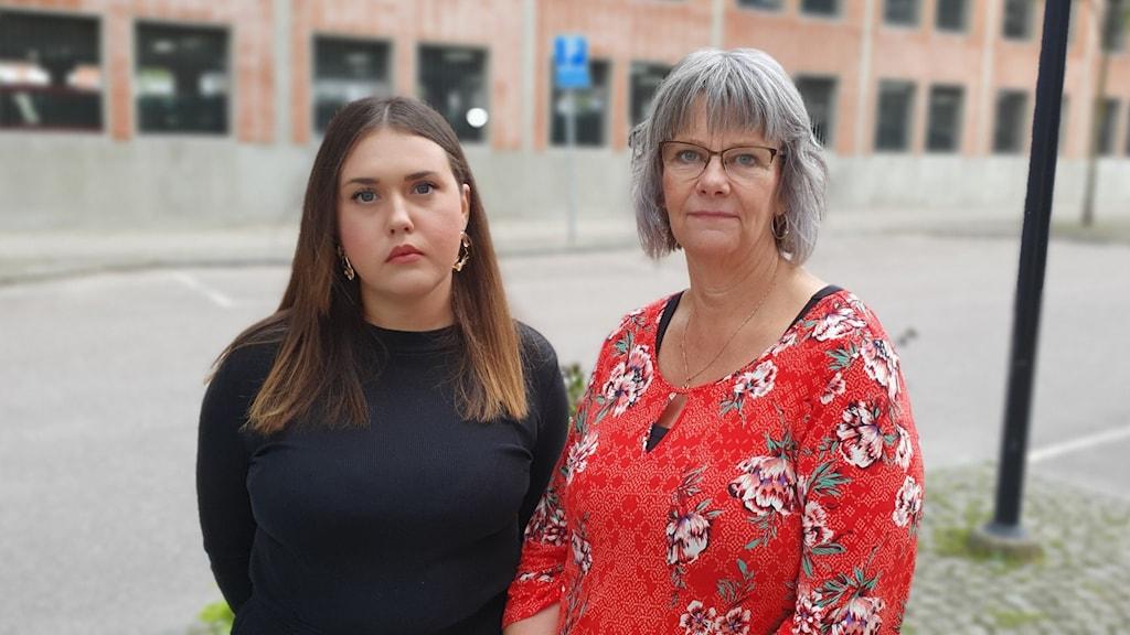 Familjehemssekreterare Martina Serra Jansson och Gudrun Juhonen, enhetschef för familjehemsenheten på Västerås stad.
