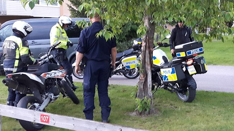 Polis beslagtar moped