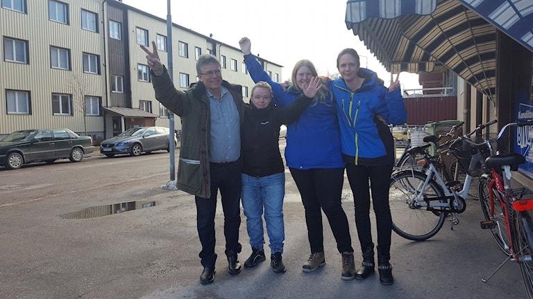 Haakon Bertheussen, Johanna Ahlström, Desiree Lundin och Carolina Lukka i FUB Köpings floorhockeylag