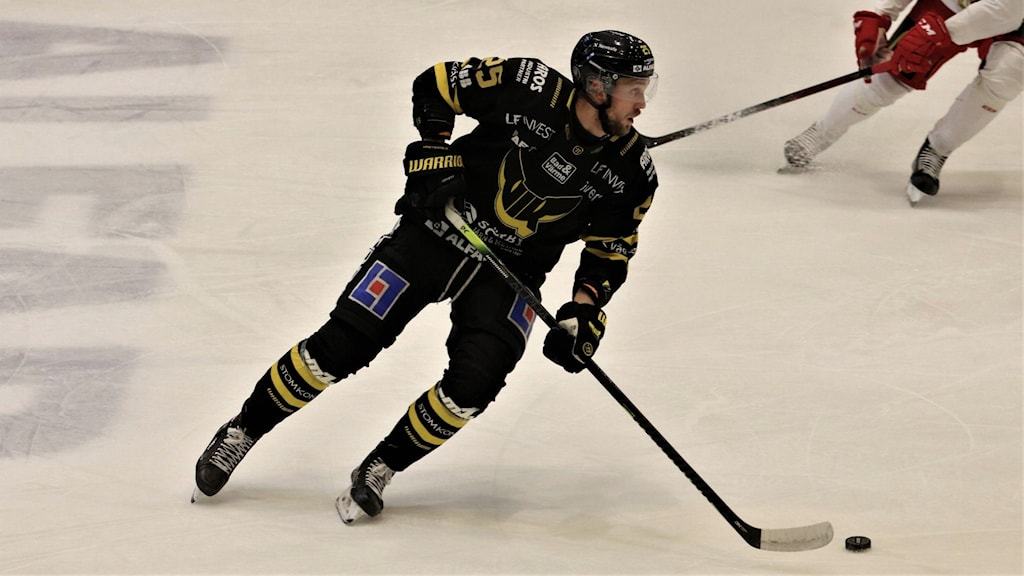 VIK Hockey Marcus Bergman med puck