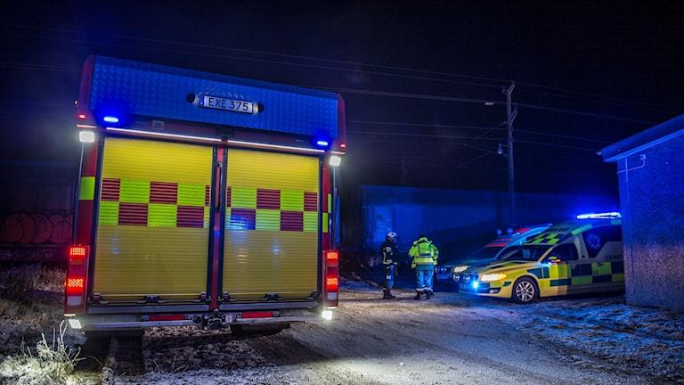 Räddningstjänstbil och ambulans vid olycka. Foto: Niklas Hagman