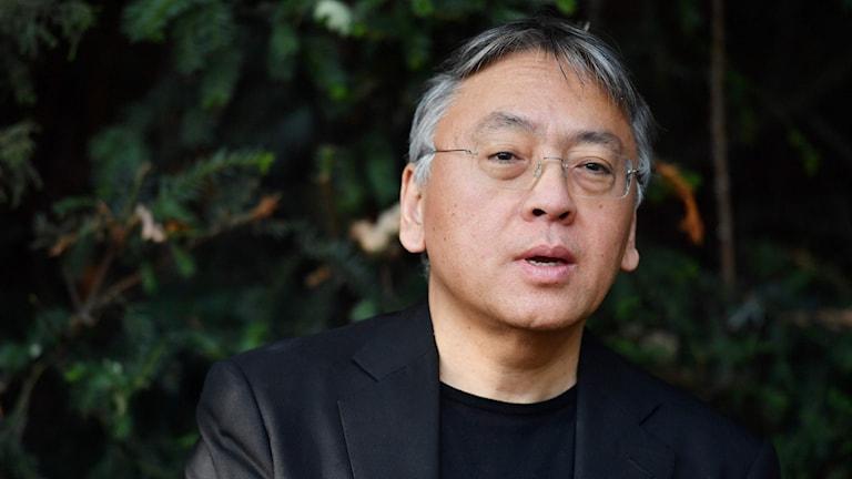 Författaren Kazuo Ishiguro  är årets Nobelpristagare i litteratur.
