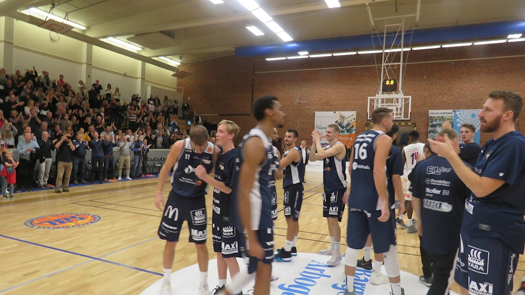 Köping Stars fick stående ovationer av hemmapubliken i fullsatta KB-hallen efter premiärsegern mot Luleå