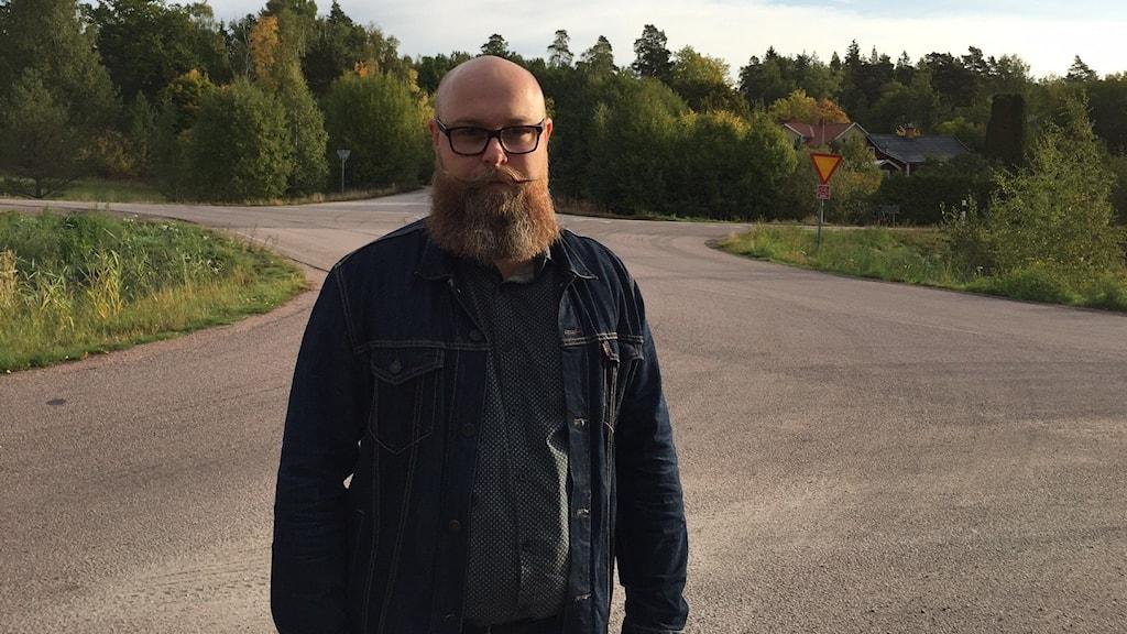 Henrik Åkerlind, en av föräldrarna som protesterar mot den indragna skolskjutsen.